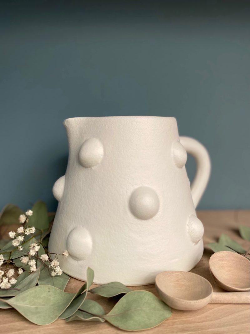 Broc bobine-blanc-vase-boule-Corinne bensimon-Beldi-blanc-maroc-marrakech-artisanat-céramique-blanche-beldi-café-expresso-thé-choufchouf-verre-gobelet-vase
