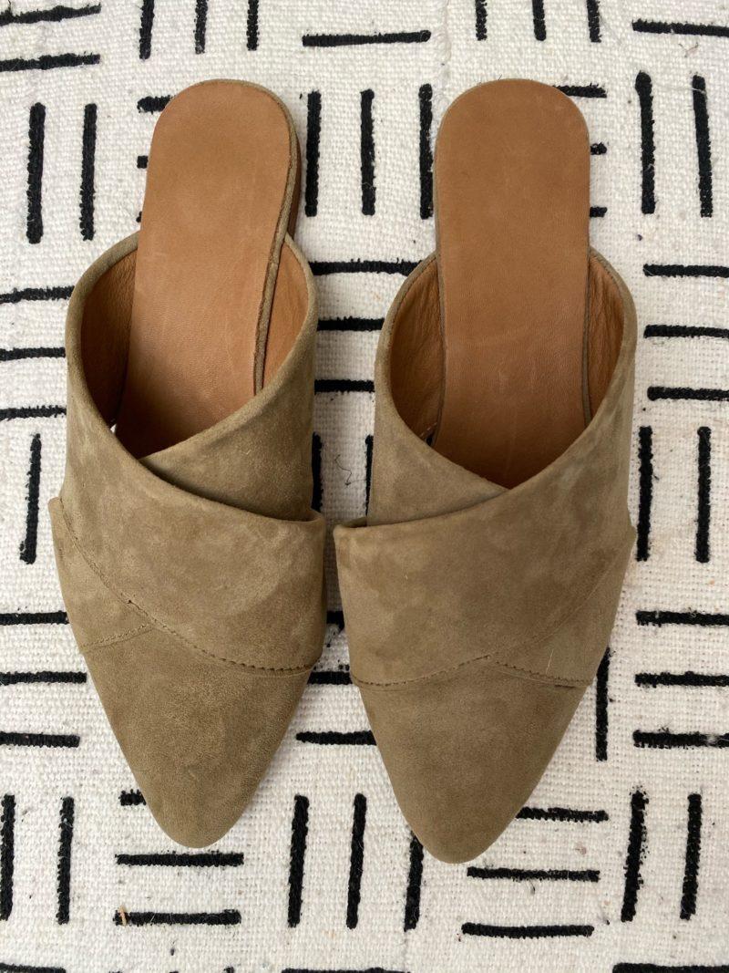 Babouche-pompon-tissus-daim-cuir-chaussures-maroc-artisanat-marrakech-fait à la main-artisanat-intérieur-extérieur-36-37-38-39-40-bande