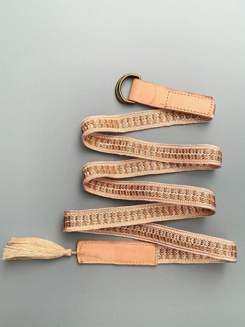 Ceinture-pompon-tissus-daim-cuir-chaussures-maroc-artisanat-marrakech-fait à la main-artisanat-intérieur-extérieur-36-37-38-39-40-robe-passementerie