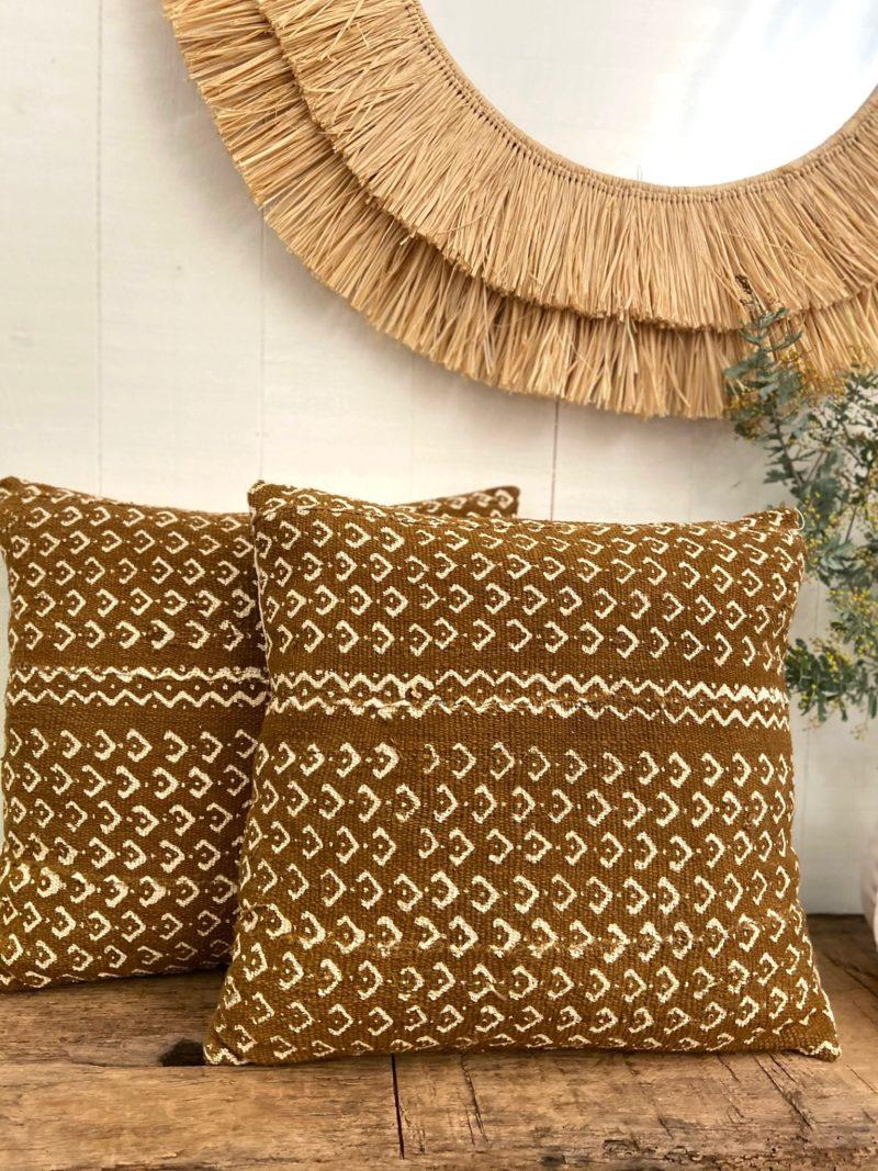 Housse-coussin-bogolan-mali-Afrique-Maroc-coton-fermeture éclair-camel-pois-artisanat-femme